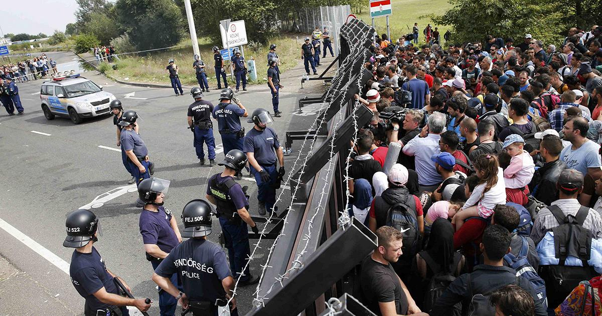 Refugees gathered at the Serbian boarder.